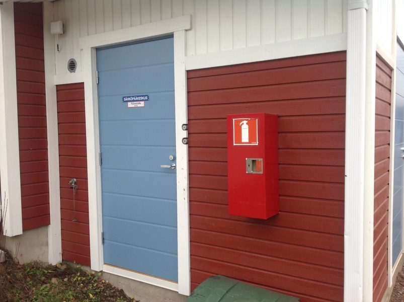 Alkusammutin sijaitsee 5A-talon sähköpääkeskuksen ovella