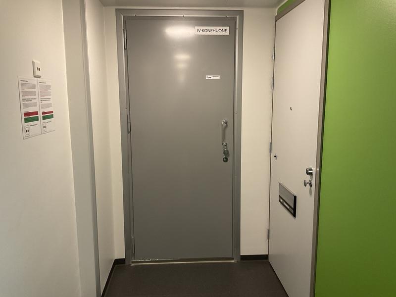 B-talon ilmanvaihtokonehuoneen sisäänkäynti asunto 901 vieressä
