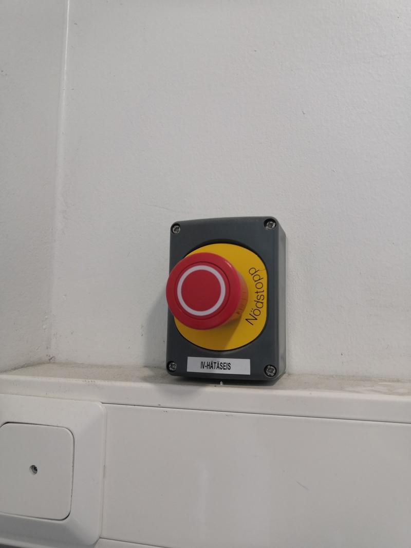 Ilmastoinnin hätäseis-painike / Viestikatu 3