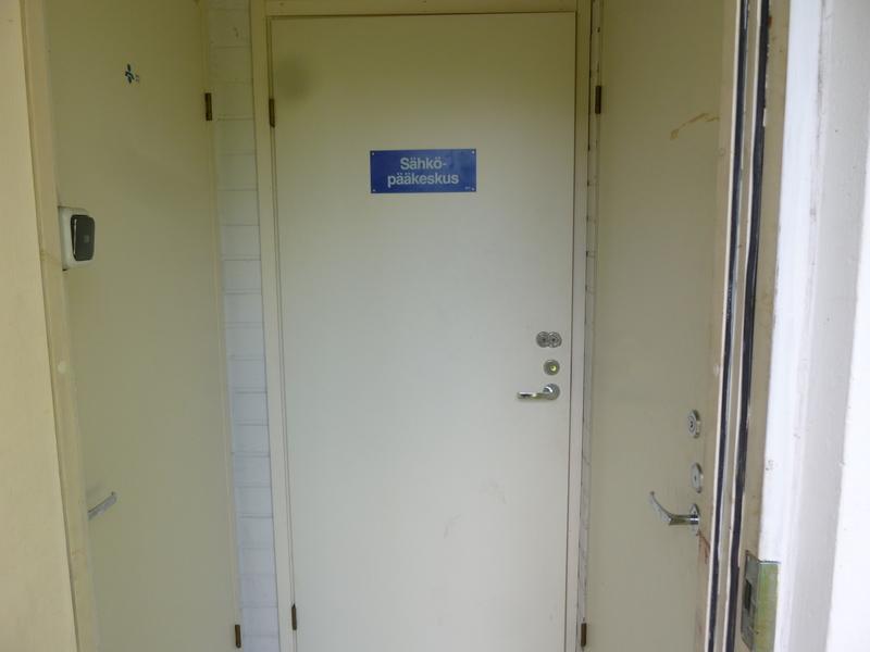 Sähköpääkeskuksen ovi